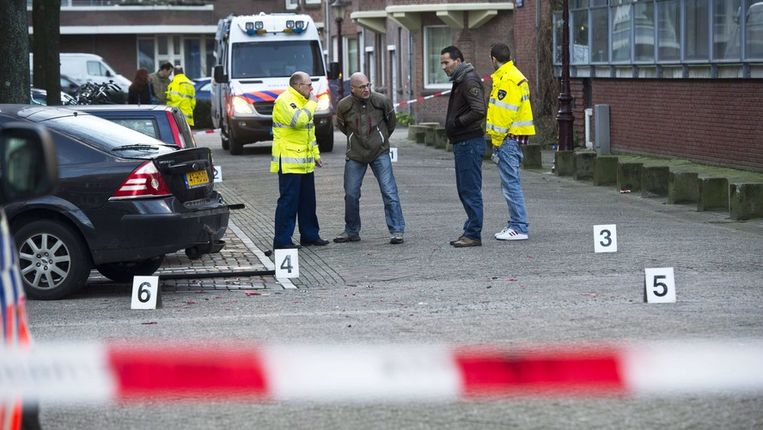 Politie doet sporenonderzoek na de schietpartij. Beeld epa