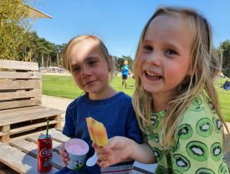 Zomers genieten op De Mosten: ijsje eten en pootje baden (en zwemmen voor de durvers)