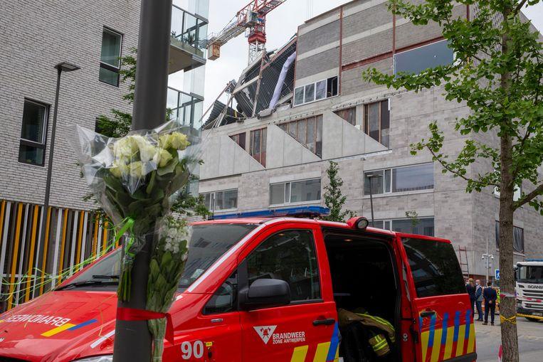 Bloemen voor de slachtoffers. Beeld BELGA