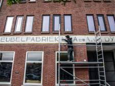 Straatbeeld: bijna eeuw oude meubelfabriek 'springt er weer uit'