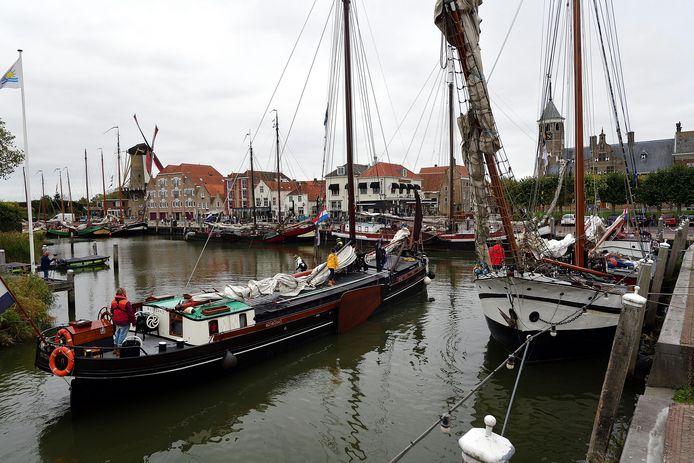 Beeld uit 2018 toen platbodems tijdens de vierdaagse Bietentocht ook Willemstad aandeden.