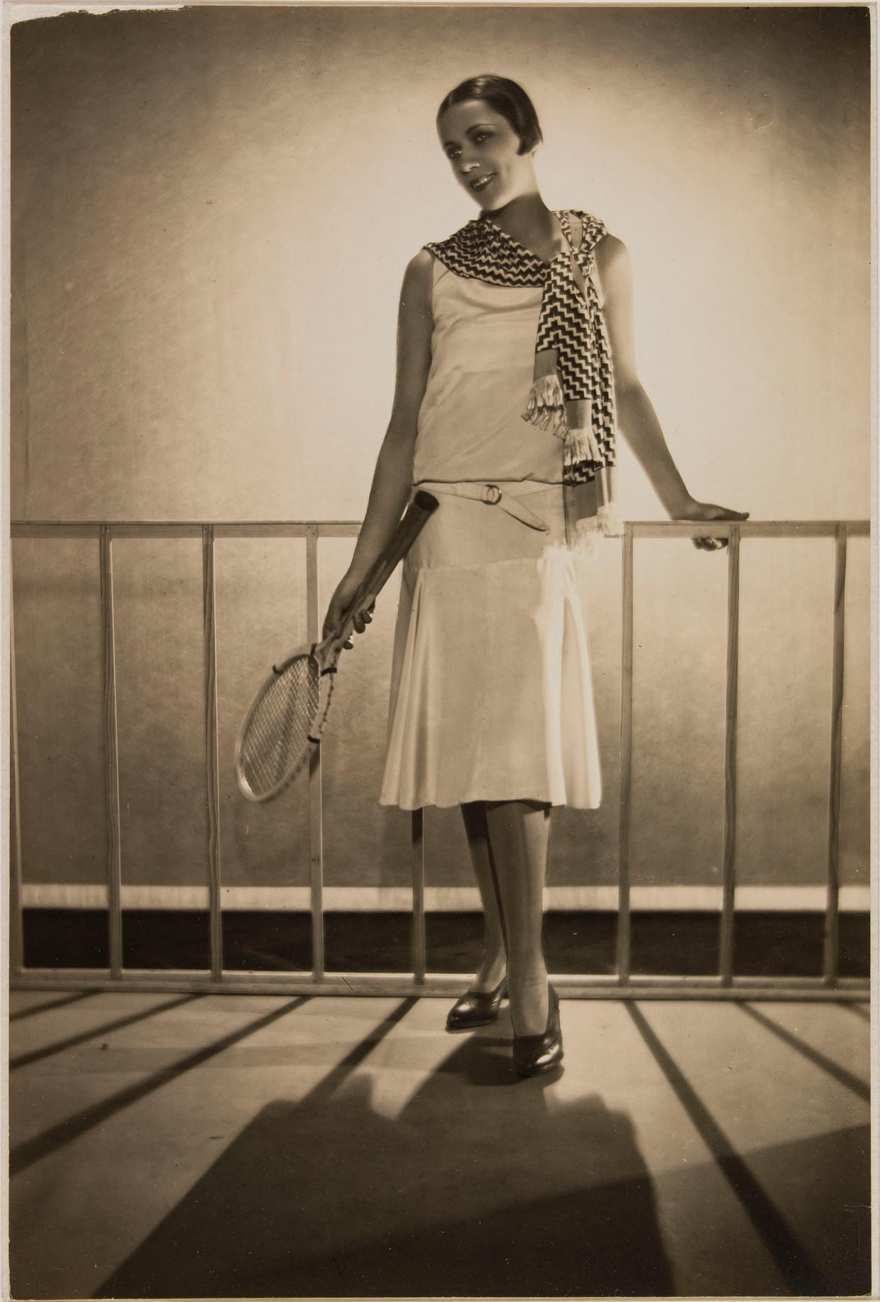 Lucien Lelong (1889-1958). Sporttenue, 1929. Beeld Egidio Scaioni (1894-1966)