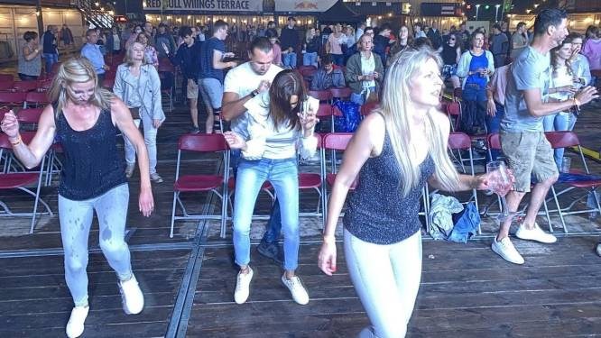 """Iets te wild gedanst tijdens Regi, dus stad legt Kortrijk Popt maatregelen op: """"Bubbels afbakenen met paaltjes en lint"""""""