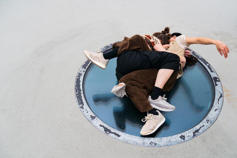 Deel 4 van de Rooftop Sessions van ISH wordt gedanst in en op de A'DAM Toren, een choreografie van Nedda Sou. Beeld