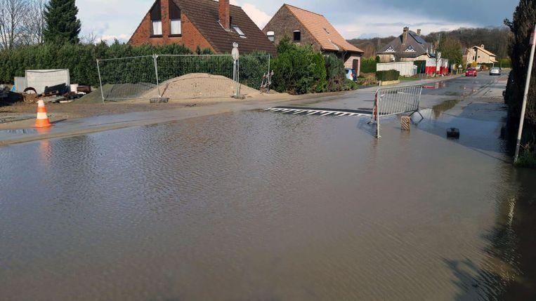 De Sterrebeeksesteenweg in Kortenberg liep in vier dagen tijd vier keer onder water.