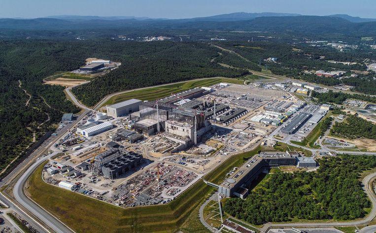 Hier, tussen het groen van de Franse Provence, verrijst 's werelds grootste kernfusiecentrale ITER. Beeld ITER Organization/EJF Riche