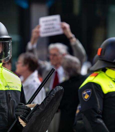 Politie publiceert herkenbare beelden relschoppers Pegida Eindhoven, tenzij ze zich melden