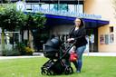 Liesbeth Kas bij het Wilhelmina Kinderziekenhuis. Dochter Maud wordt regelmatig onderzocht en opgenomen in het Utrechtse ziekenhuis.