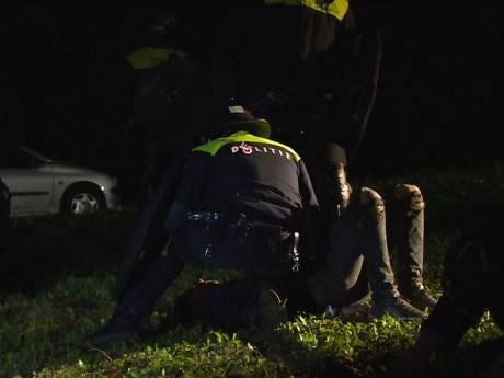 Politie grijpt in bij illegaal feest in Maasdijk, zo'n 70 jongeren aanwezig in bedrijfspand