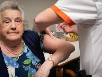 """Angèle (97) krijgt als eerste Hemiksemse coronavaccin: """"Ik heb geen kik gegeven"""""""