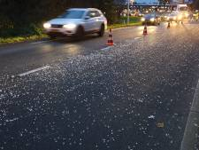 Vrachtwagen verliest grote hoeveelheid glas in Enschede