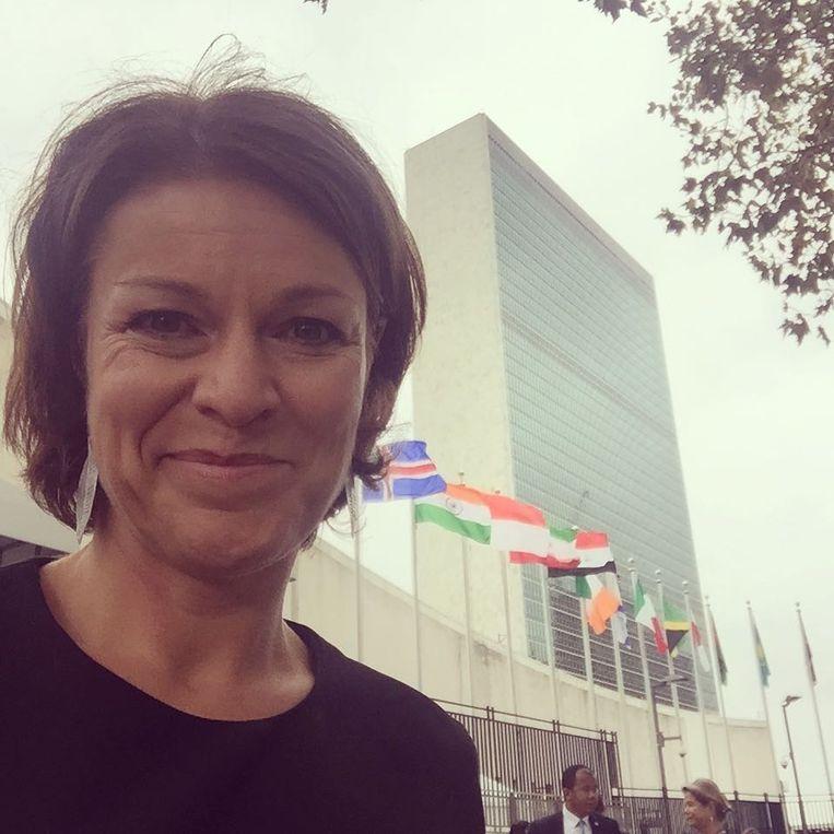 """Voor het VN-hoofdkwartier in New York. """"Ik ben gevraagd als 'Hoofd Communicatie & Outreach' bij het weerdepartement. Daarvoor heb ik uiteindelijk gepast, maar het zette me wel aan het denken."""""""