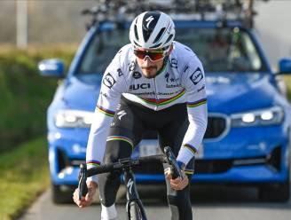 IN BEELD. Wereldkampioen Alaphilippe verkent in z'n eentje parcours Omloop