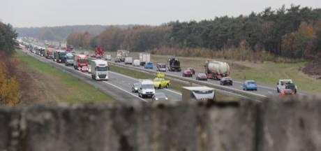 File op de A1 voorbij na ongeval bij Rijssen