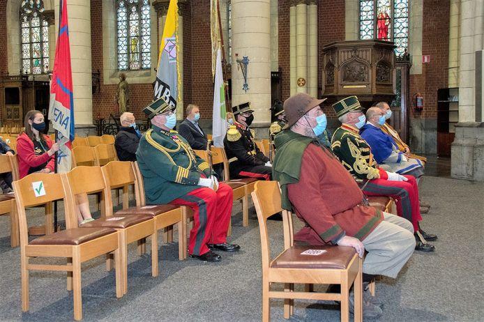 Pastor Jef Devillé sprak in de Sint-Veroonskerk de vertegenwoordigers van de deelnemende groepen toe.