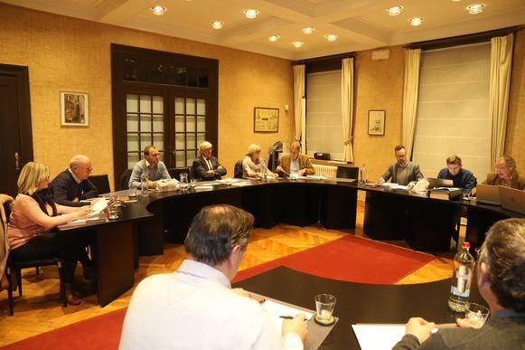 De gemeenteraad in Heuvelland  (foto is van vorige legislatuur)  wordt voortaan opgenomen.