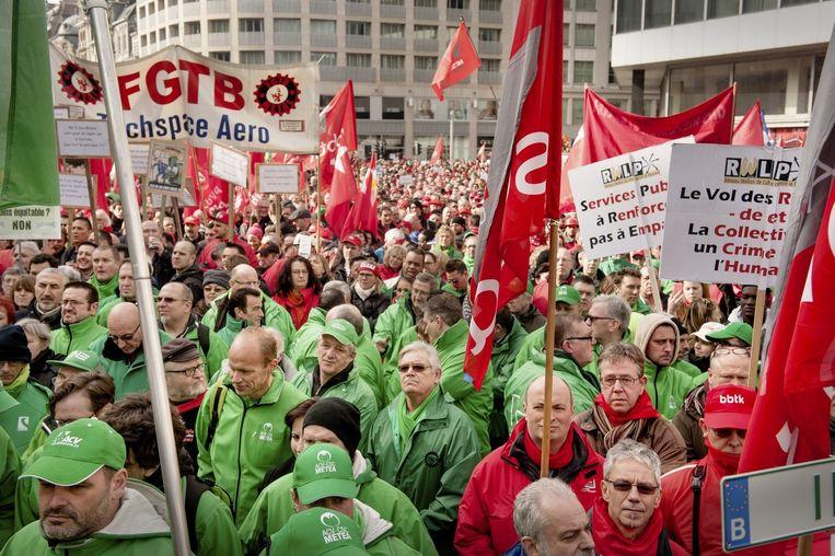 Een betoging van de vakbonden eerder dit jaar in Brussel. Beeld Eric de Mildt