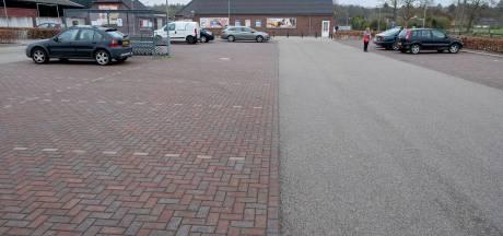 Parkeerterrein supermarkt Ven-Zelderheide nagenoeg leeg: 'We waren de dans tot nu toe ontsprongen'