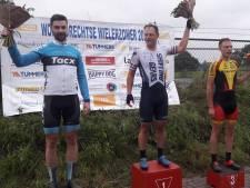 Hans Dekkers (40) is het sprinten nog niet verleerd en wint de Ronde van Ossendrecht