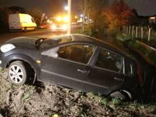 Foutje met keren: auto bijna in de sloot in Maarssen