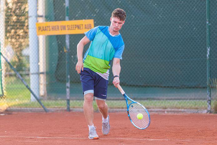 Aaron De Bolle speelde een sterk toernooi in Merelbeke, maar in de finale moest hij de duimen leggen voor toernooirevelatie Mathieu Daems