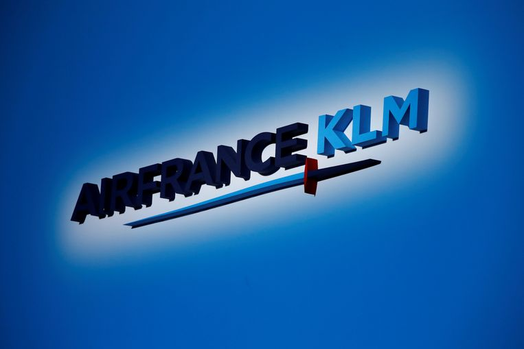FILE PHOTO: The Air France-KLM company logo is seen at the annual shareholder meeting in the La Defense business district in Puteaux, France, May 15, 2018.  Picture taken May 15, 2018.  REUTERS/Philippe Wojazer/File Photo