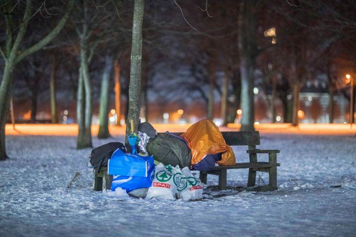In Enschede zijn te weinig plaatsen voor de opvang van dak- en thuislozen. GroenLinks en de PvdA vragen aandacht voor dit probleem.