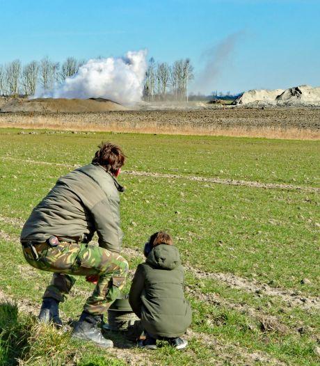 Gemist? Fietsster zwaargewond na aanrijding met vuilniswagen | In Breskens gevonden vliegtuigbom tot ontploffing gebracht: 'Nederland is weer een stukje veiliger'