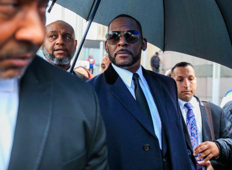 R. Kelly is opnieuw aangeklaagd voor seksueel misbruik van een minderjarige. Een nieuw slachtoffer heeft de zanger daarvan beschuldigd. Het gaat opnieuw om een zaak in Chicago.