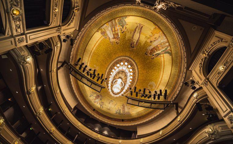 Het interieur van de Koninklijke Schouwburg in Den Haag. Beeld HNT