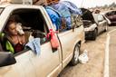 Duizenden inwoners zijn op de vlucht voor het vuur, velen zoeken hun toevlucht in geïmproviseerde opvangcentra en kampen.