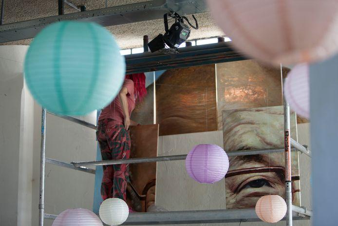 Kunstenaars richtten een expositie in als onderdeel van de  IJsselbiënnale.