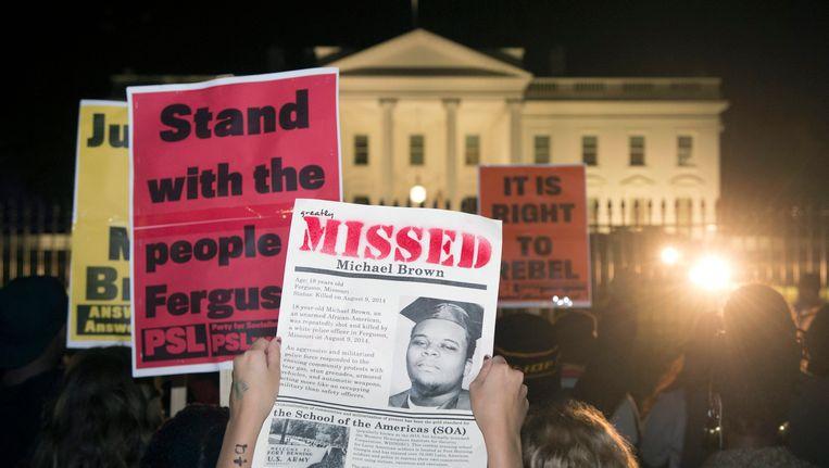 Protest bij het Witte Huis tegen het niet vervolgen van de blanke agent Darrell Wilson. Beeld epa