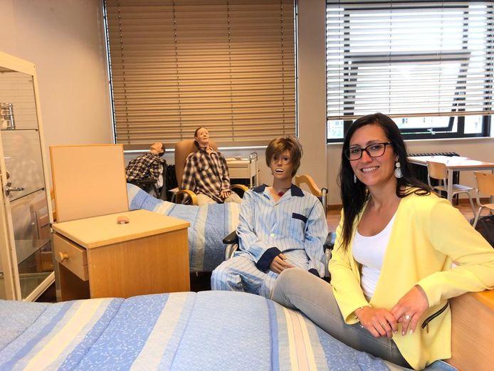 Dorina Moens is leerkracht in de studierichting 'Verzorging' en 'Gezondheids- en Welzijnswetenschappen' in PISO Tienen.