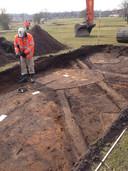 Bij proefsleuven werden vorig jaar archeologische grondsporen aangetroffen, zoals van karrensporen uit de Middeleeuwen en van ronde vlakken die volgens archeologen waarschijnlijk van barakken van het Franse Kamp van Napoleons leger zijn.