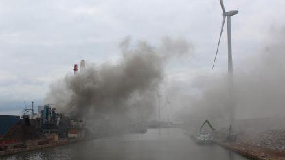 Wéér hevige brand bij schrootbedrijf
