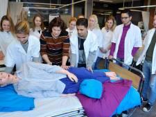 Corona maakt werken in de zorg populair; Amersfoort krijgt tweede mbo-opleiding voor zij-instromers