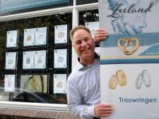 Slimme etalage van juwelier in Nieuwerkerk ontmoedigt overvallers: 'Ze zien meteen dat er niks te halen is'