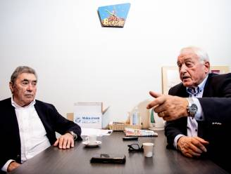 """Paul Van Himst en Eddy Merckx vurig over """"de voetbal en de vélo"""": """"Vaneigens dat Remco in orde was op het WK! Dat is net het spijtige"""""""