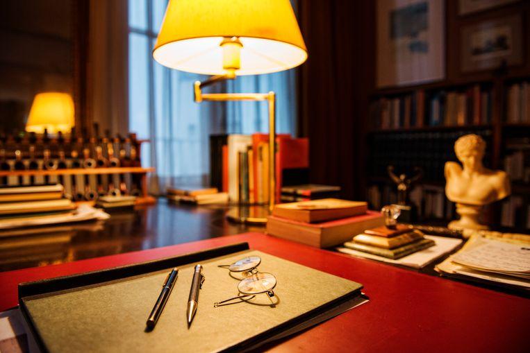 De werkkamer van schrijver Harry Mulisch in Amsterdam is in originele staat behouden. Beeld Patrick Post