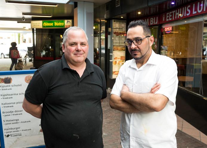 Horeca-ondernemers John van de Lustgraaf (links) en Selcuk Karakus van winkelcentrum Lunetten vinden dat de gemeente te veel horecavergunningen afgeeft voor winkelpanden die leeg komen te staan.