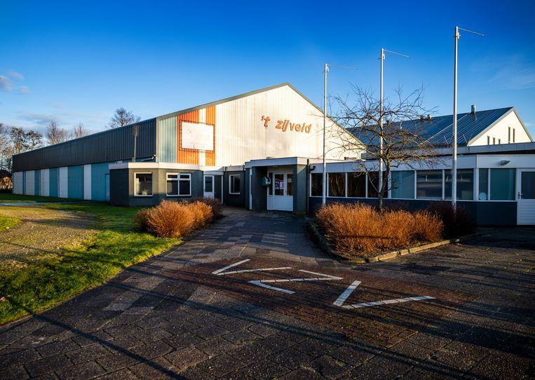 De sporthallen van handbalvereniging JuRo Unirek VZV ('t Veld Zijdewind Vooruit). Beeld Jiri Büller
