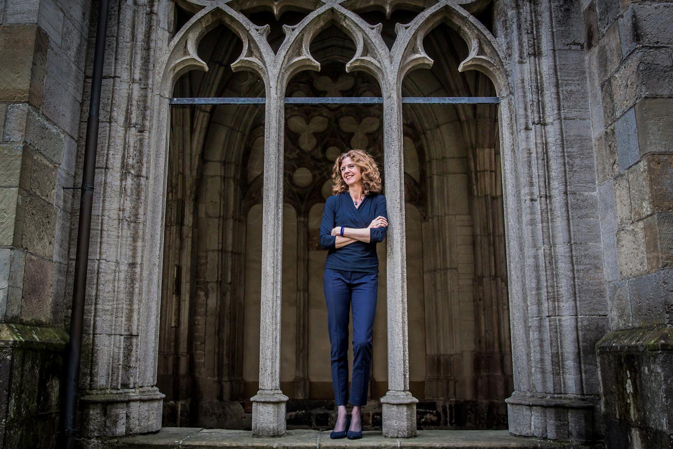 """Esther Kluwer (49) is 1 oktober een jaar hoogleraar duurzame relaties en welzijn:  ,,Je partner vergeven doe je niet in de laatste plaats voor jezelf. Met rancune kun je niet verder."""""""