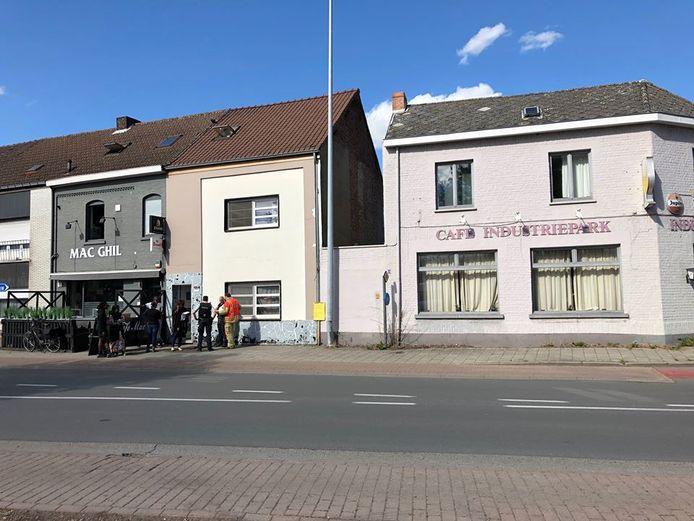 De woning tussen beide cafés is een tijdlang onbewoonbaar.