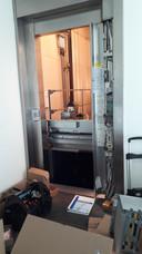 Het is nog onduidelijk wanneer de lift gerepareerd is. Een monteur was donderdag druk bezig de schade te herstellen.
