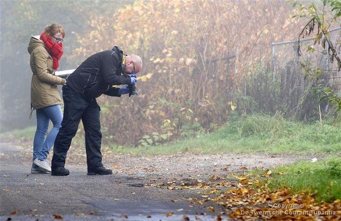 Rechercheurs doen sporenonderzoek aan de Telgendijk