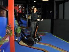 Op twee wielen door de Merwehal: Indoor Segway Experience is geopend