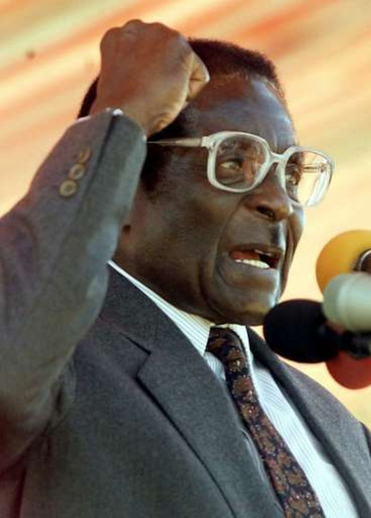 Vertrouwelingen van president Robert Mugaba hebben de rechten van sympathisanten van oppositiepartijen in Zimbabwe met de voeten getreden.