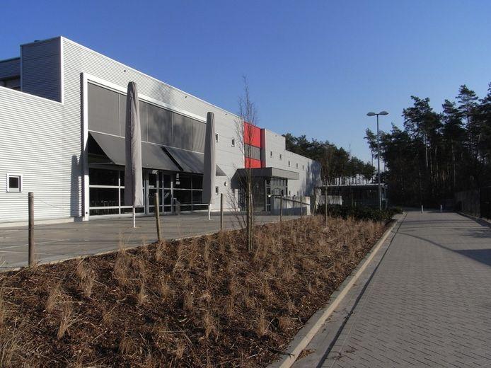 De stille studieplek komt in de bovenste cafetaria van sporthal Brasel