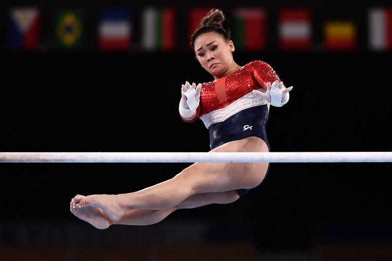De Amerikaanse Sunisa Lee aan de brug. Beeld AFP